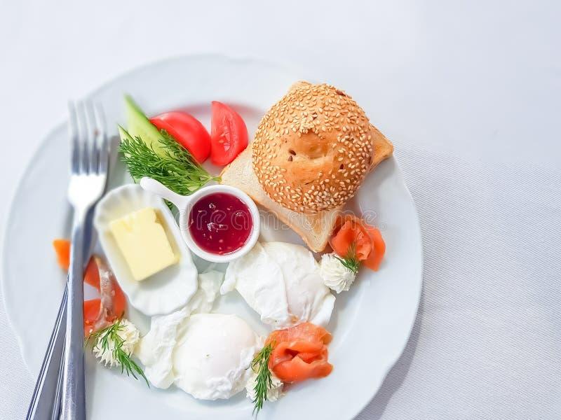 Vue supérieure à un petit déjeuner délicieux et sain image libre de droits