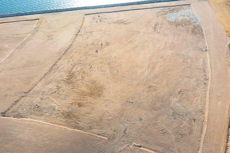 Vue supérieure aérienne de la taille de la région terrestre artificiellement créée, couverte d'eau de mer Concept de reprend photographie stock libre de droits