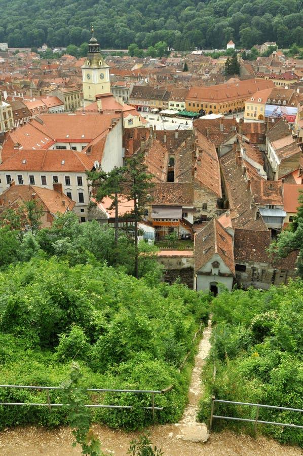 Vue supérieure au-dessus du musée de place et d'histoire du Conseil de Brasov photos stock