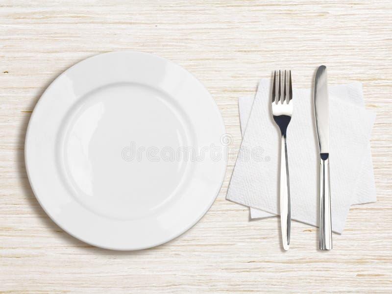 Vue supérieure blanche de plat, de couteau, de fourchette et de serviette images stock