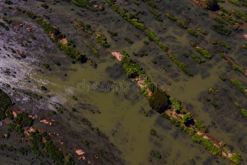 Vue supérieure d'îles arénacées vertes de rivière, SI Phan Don, Laos photos libres de droits