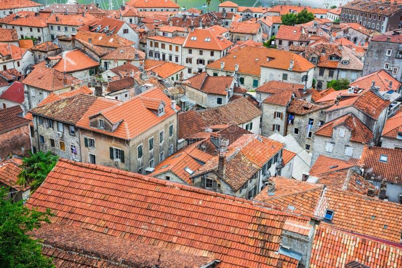Vue supérieure de la baie de Kotor et de la vieille ville l'europe Montenegr photographie stock