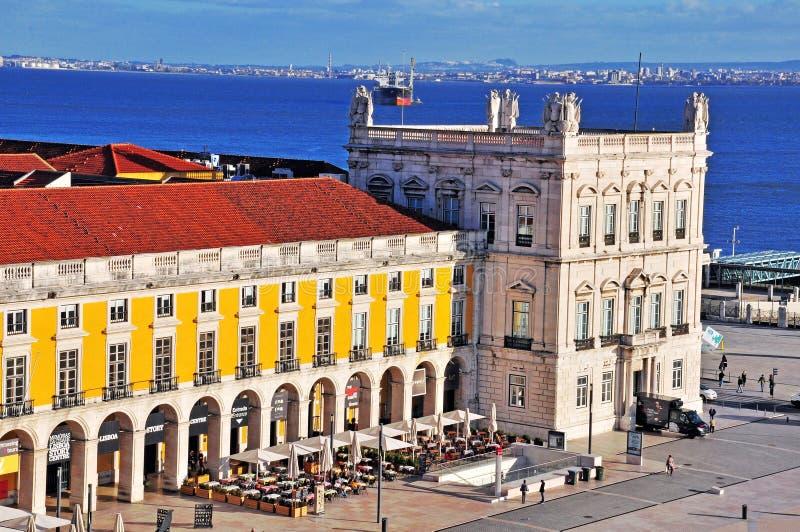 Vue supérieure de la place de commerce à Lisbonne photos libres de droits
