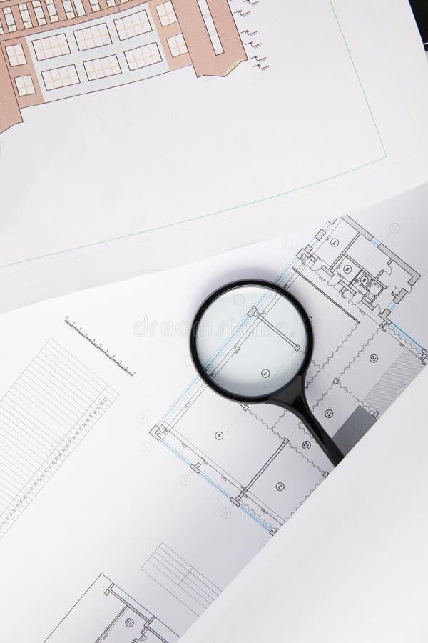 vue supérieure de loupe et de modèles, concept d'architecture image libre de droits