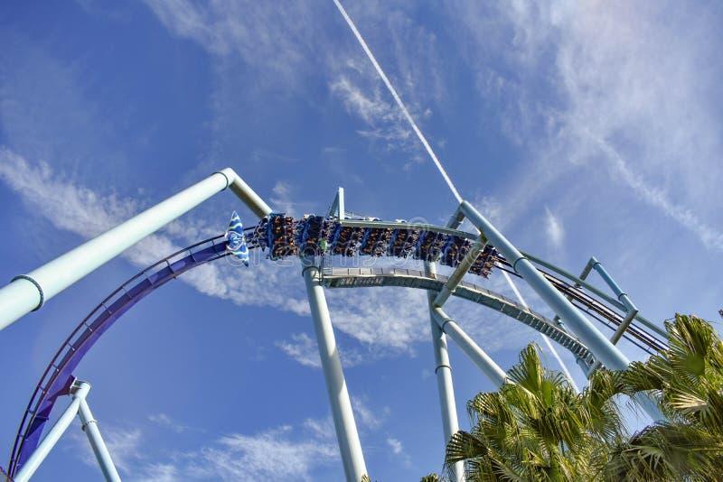 Vue supérieure de Manta Ray Roller Coaster chez Seaworld dans la région internationale d'entraînement images stock