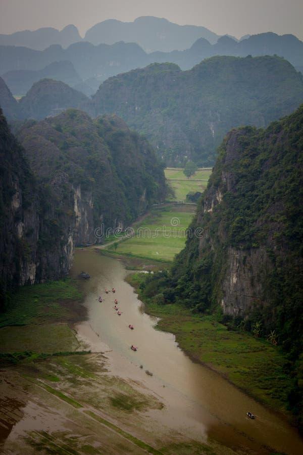 Vue supérieure de Ngo Dong River et des bateaux images libres de droits
