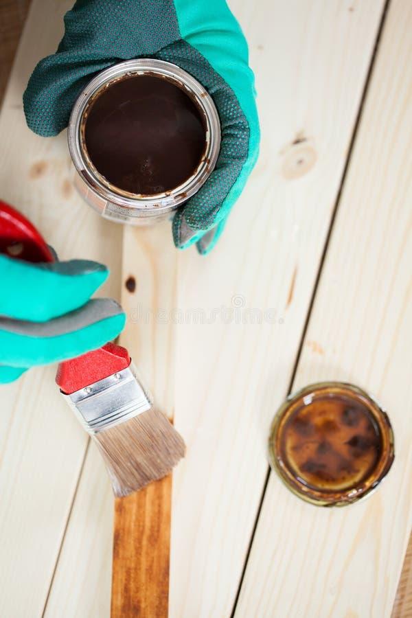 Download Vue Supérieure De Peindre Le Conseil En Bois Image stock - Image du gants, difficulté: 45362865