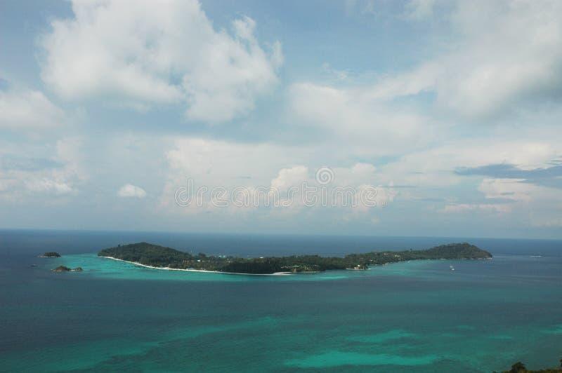 Vue supérieure de point de vue de falaise de Chado sur l'île d'Adang, d'ici vous pouvez voir Koh Lipe photo stock
