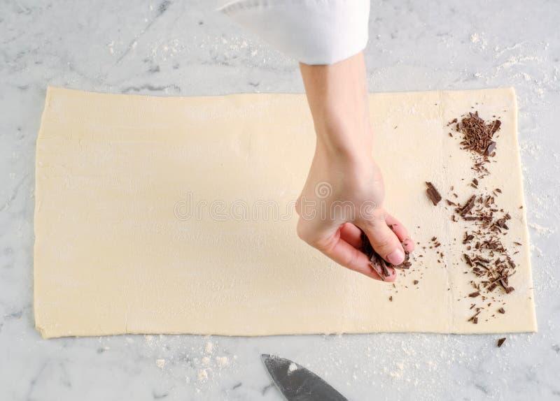 Vue supérieure de procédé de cuisson Le processus de faire la cuisson faite maison image libre de droits