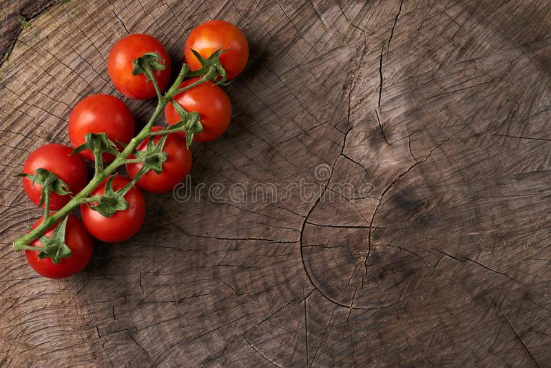 Vue supérieure de tomates rouges savoureuses mûres image stock