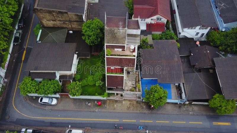 Vue supérieure de voisinage suburbain à Bangkok Vue aérienne des dessus de stationnement et de toit d'ensemble immobilier privé d photo libre de droits