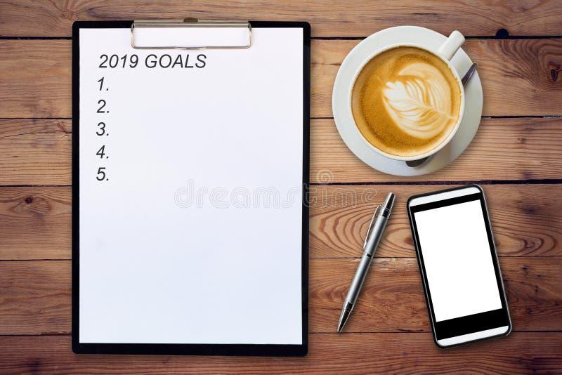 Vue supérieure des buts écrits par presse-papiers 2019 sur les WI en bois de fond photos stock
