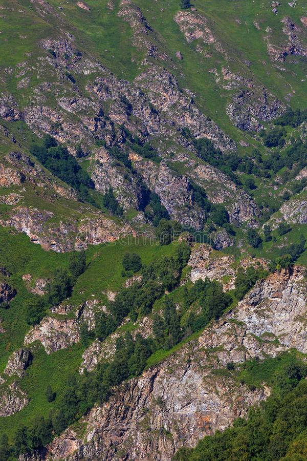 Vue supérieure des falaises rocheuses du Caucase du nord en Russie images stock