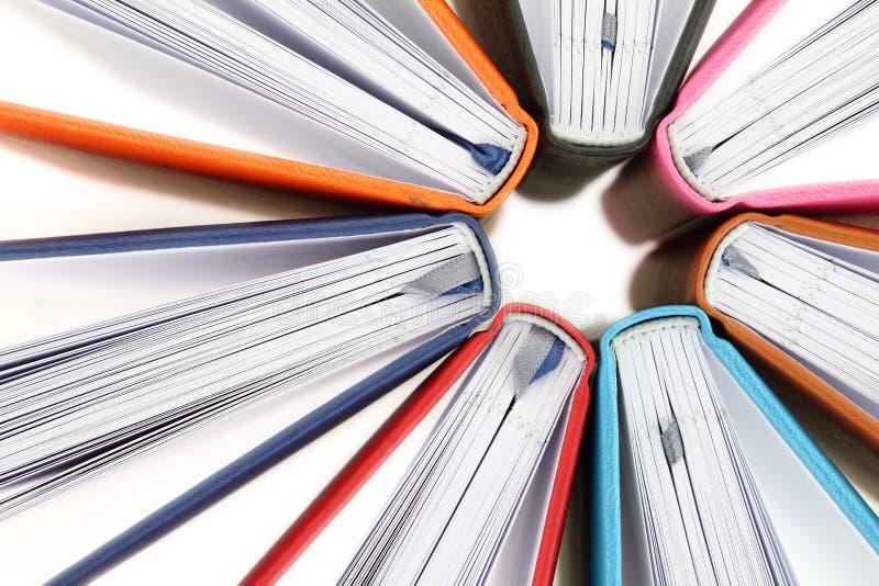 Vue supérieure des livres colorés image libre de droits