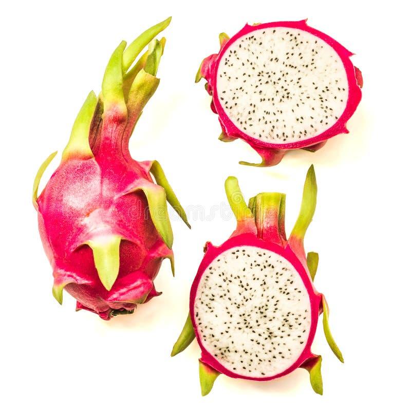 Vue supérieure entière et dragonfruit coupé d'isolement sur le fond blanc image libre de droits