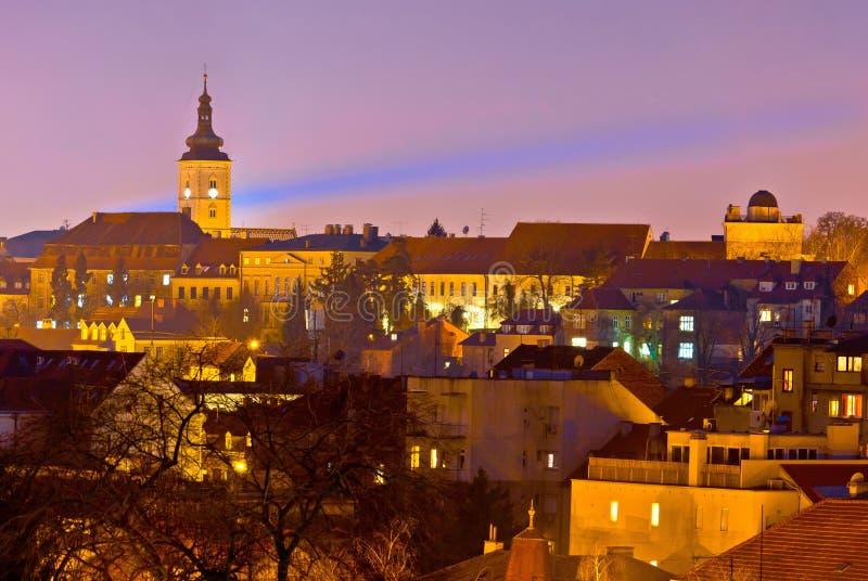 Vue supérieure historique de nuit de ville de Zagreb images stock