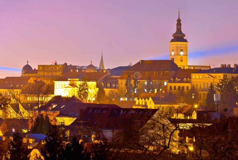 Vue supérieure historique de nuit de ville de Zagreb photographie stock libre de droits