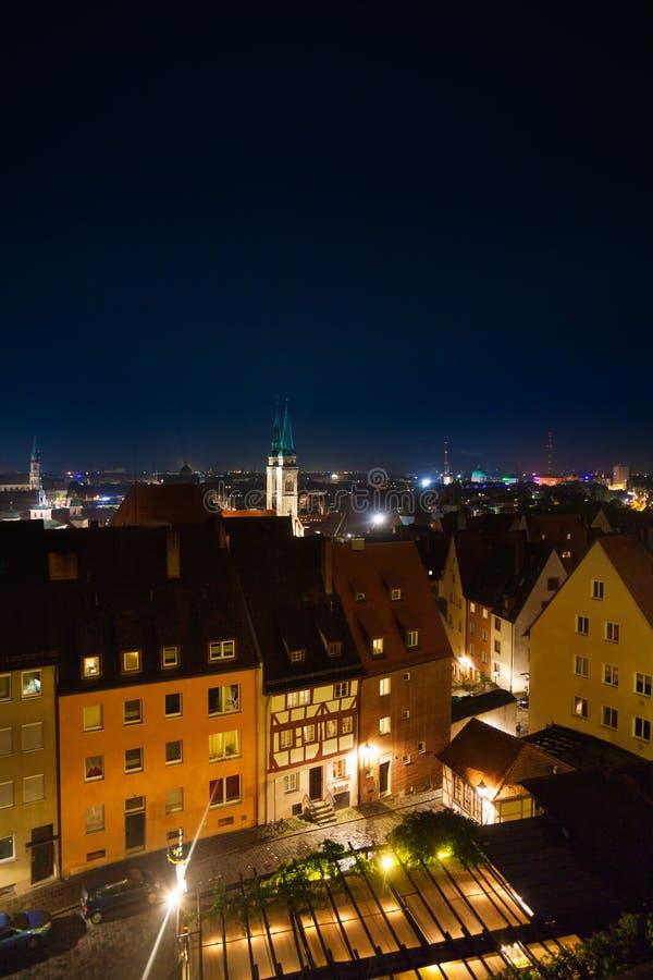 Vue supérieure la nuit de Kaiserburg, Nuremberg images libres de droits