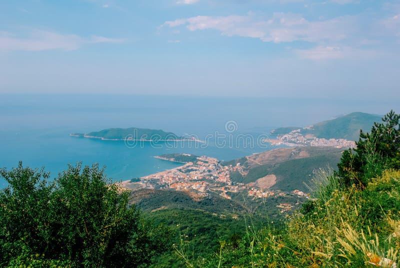 Vue supérieure sur Budva la Riviera des montagnes photo libre de droits