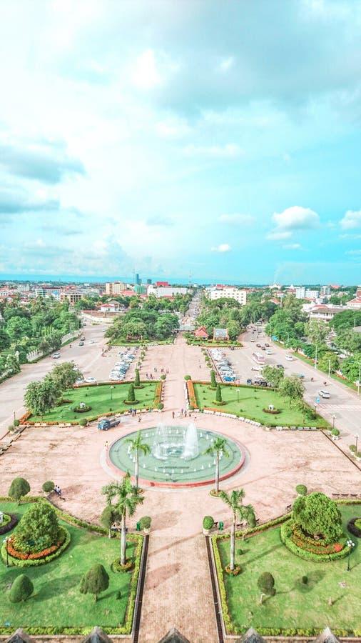 Vue supérieure sur le parc de Patuxai à Vientiane, image libre de droits