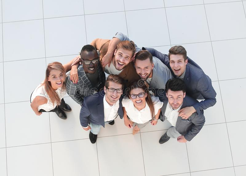 Vue supérieure Verticale d'une équipe heureuse d'affaires photos stock