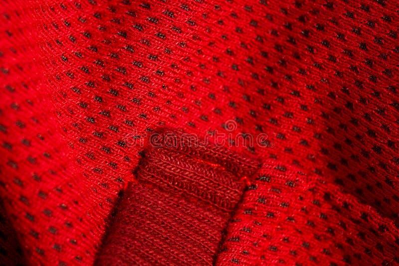 Vue sup?rieure de plan rapproch? rouge de v?tements de sport couture et jointure tricots respirables macro de d?tails d'habilleme photographie stock