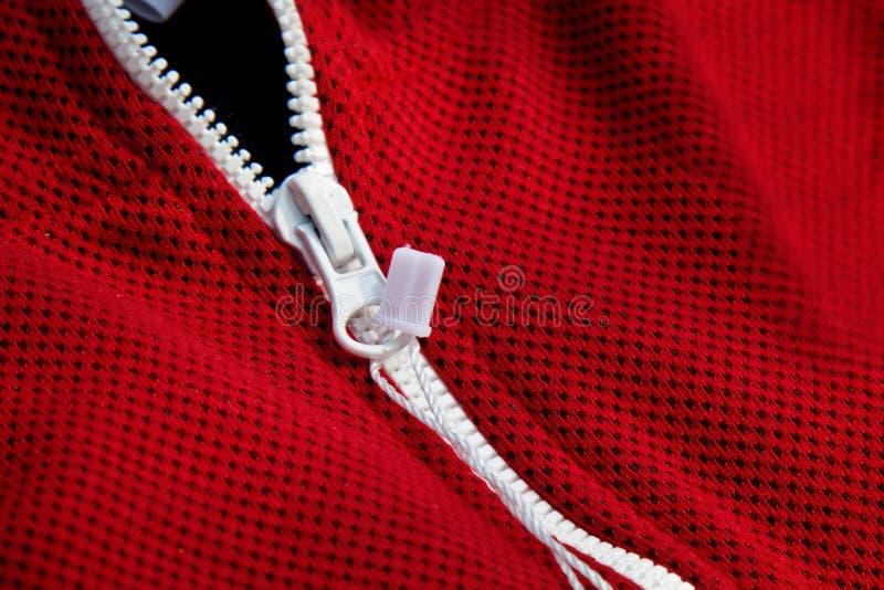 Vue sup?rieure de plan rapproch? rouge de v?tements de sport E tricots respirables macro de d?tails d'habillement images libres de droits