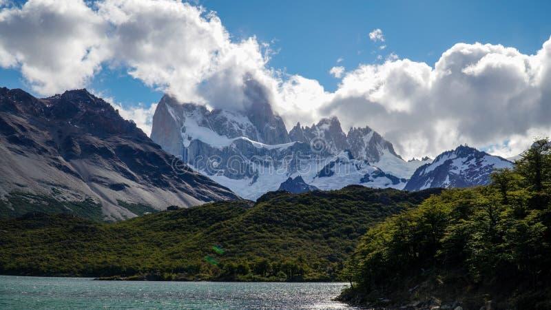 Vue sur Fitz Roy Skyline dans le Patagonia près de l'EL Chalten, Argentine images libres de droits