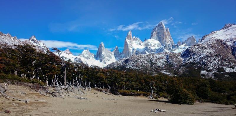 Vue sur Fitz Roy Skyline dans le Patagonia près de l'EL Chalten, Argentine image libre de droits