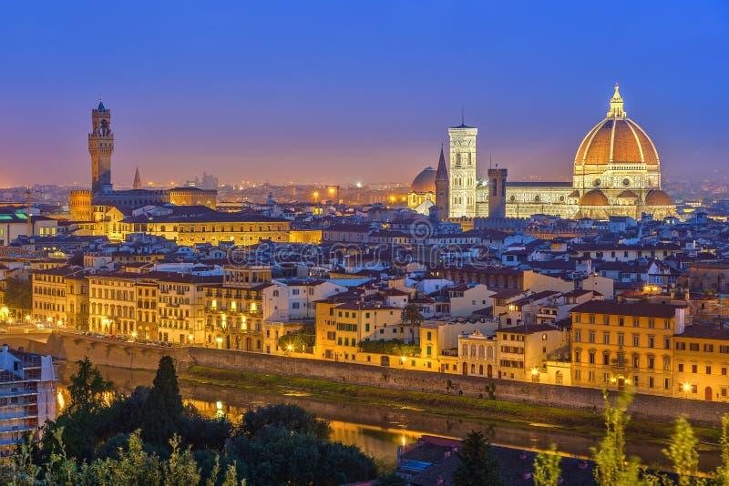 Vue sur Florence la nuit photographie stock libre de droits