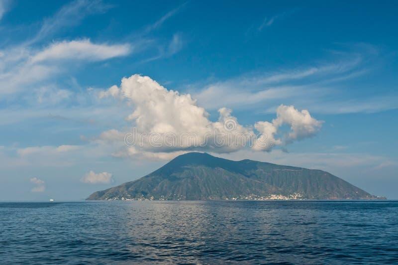 Vue sur l'île de saline image stock