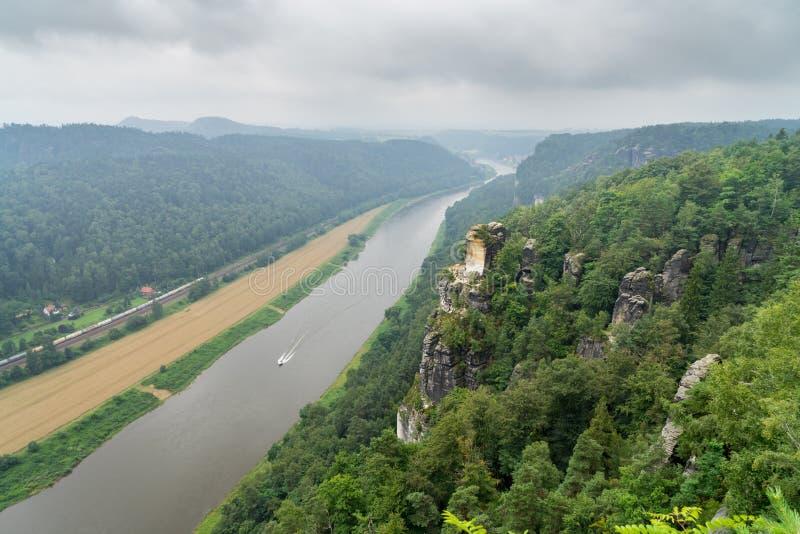 Vue sur l'Elbe et Rathen de Bastai photo libre de droits