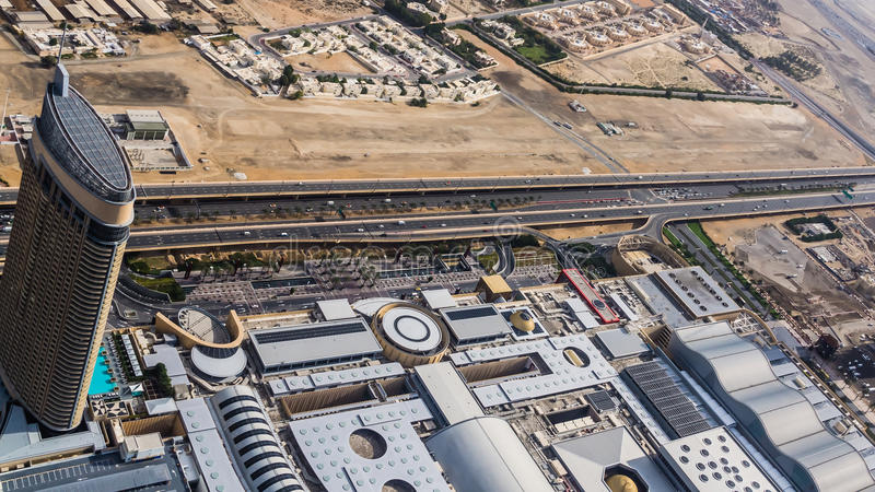 Hôtel de Murooj Rotana d'Al et le mail de Dubaï images stock
