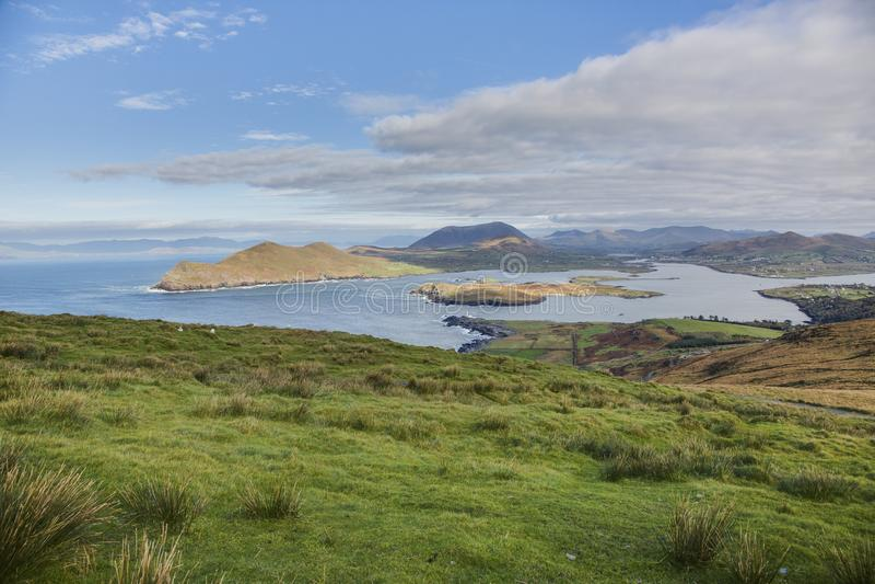 Vue sur la baie de Portmagee en Irlande occidentale du sud image stock