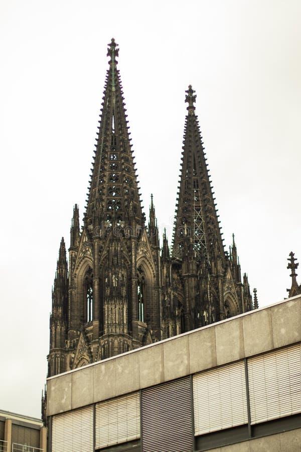 Vue sur la cathédrale de Cologne, les DOM photos libres de droits