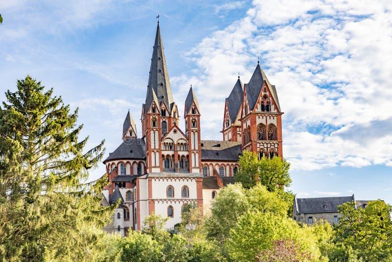 Vue sur la cathédrale de Limbourg avec le fleuve Lahn photographie stock