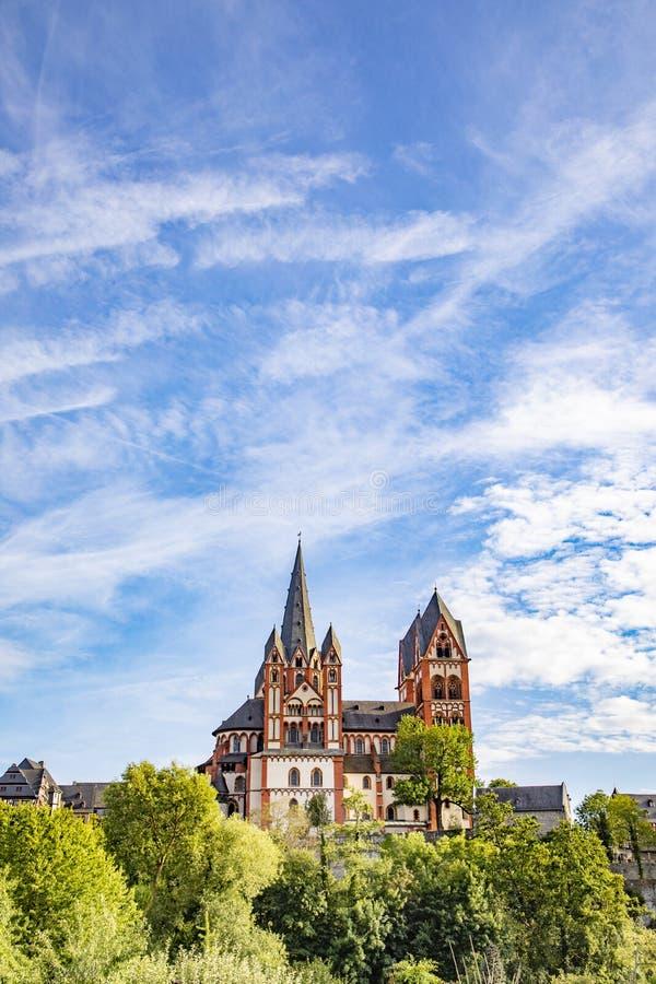 Vue sur la cathédrale de Limbourg avec le fleuve Lahn images stock