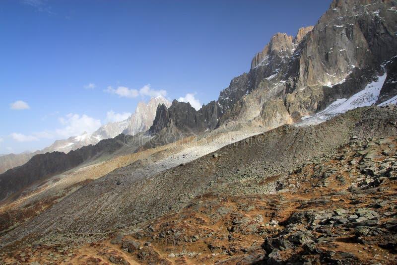 Vue sur la gamme de montagne du plan De Aiguille du Midi à Chamonix, France images stock