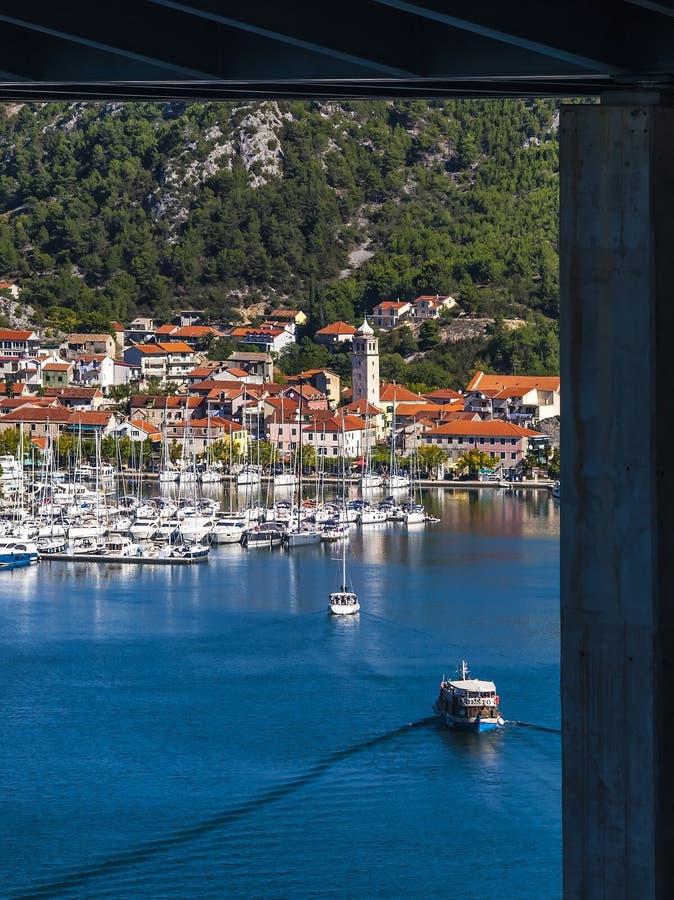 Vue sur la petite ville croate de Skradin photographie stock