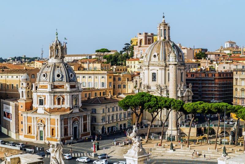 Vue sur la place de forum du ` s de Trajan photos stock