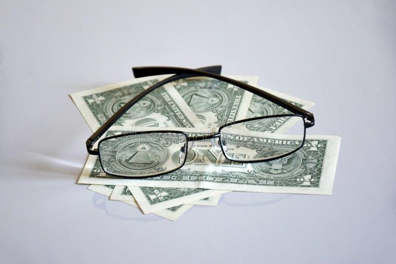 Vue sur la pyramide de $ 1 par des verres images stock