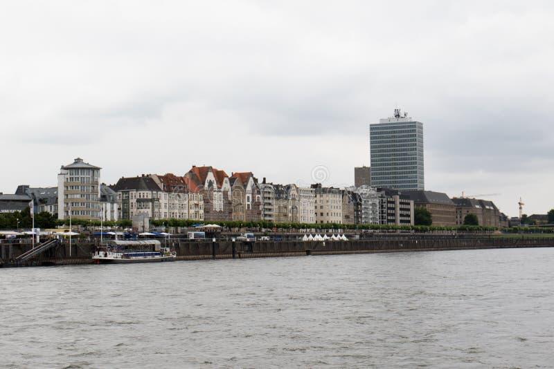 Vue sur la structure établie moderne chez le Rhin dans le sseldorf Allemagne de ¼ de dà photographie stock libre de droits