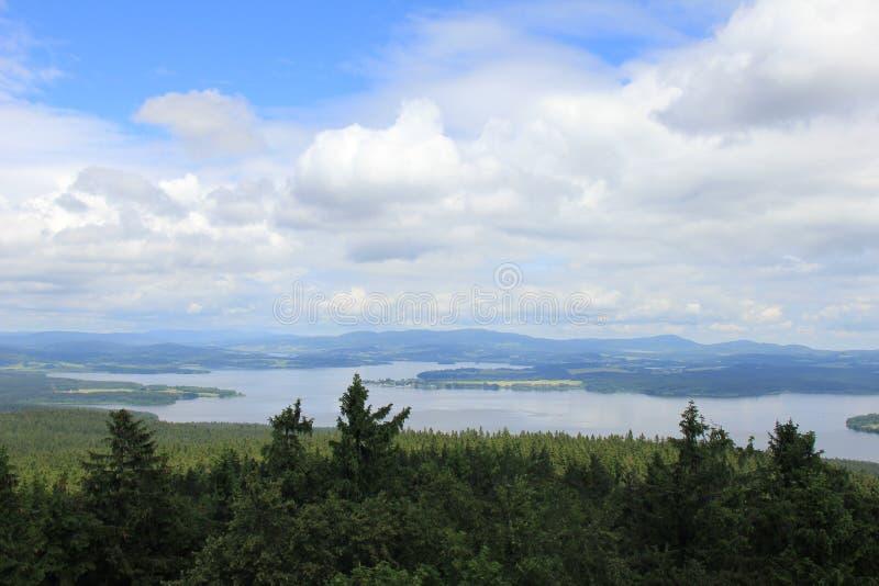 Vue sur le barrage de Lipno images stock