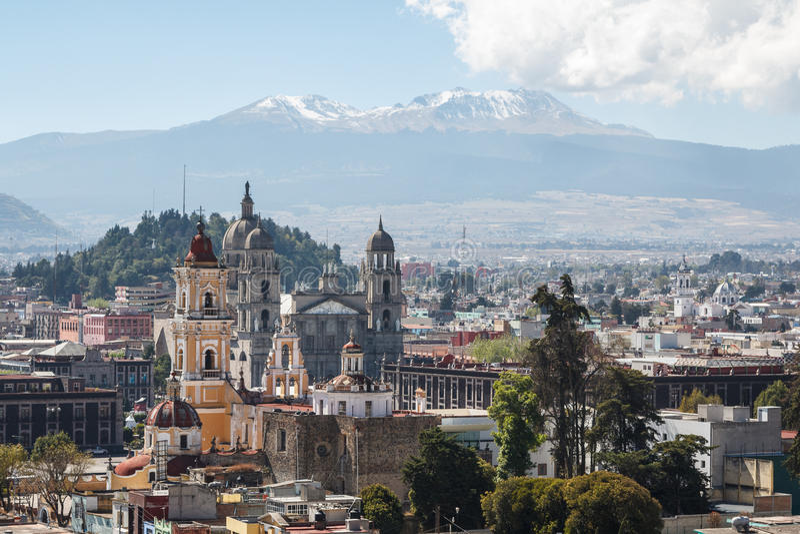 Vue sur le centre historique colonial de Toluca image stock