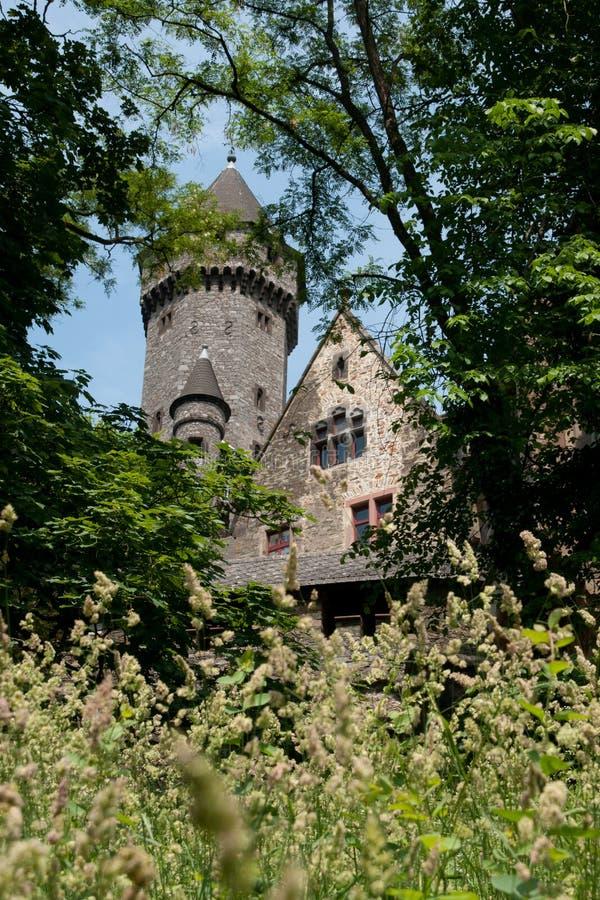 Download Vue sur le château photo stock. Image du tour, toit, acme - 77153114