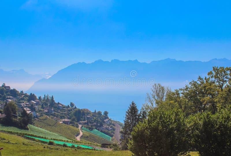 Vue sur le littoral de Montreux du lac geneva, Suisse images stock