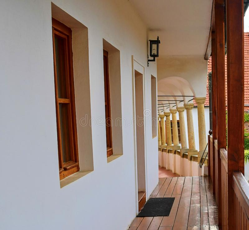 Vue sur le paysage urbain romantique Arrière-cour urbaine historique Maison de la Renaissance avec des arcades, bungalows Plan ra photo stock
