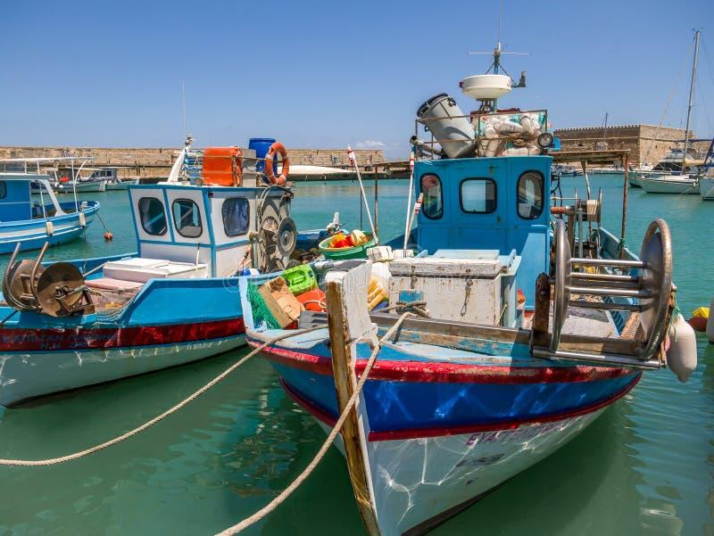 Vue sur le port avec des bateaux à Héraklion, île de Crète, Grèce, le 18 juillet 2019 image libre de droits