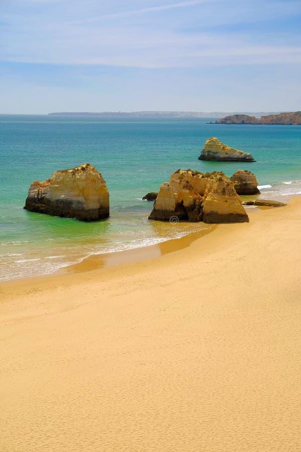 Vue sur le Praia de plage DA Rocha dans Portimao, région d'Algare, Portugal images libres de droits