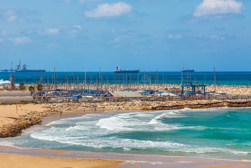 Vue sur le rivage et la marina en Israël photo libre de droits